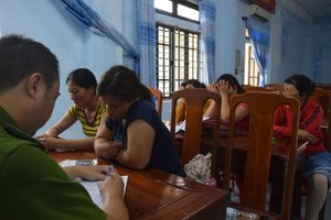 Triệt phá 'ổ bạc quý bà' ở xã miền núi Thừa Thiên - Huế