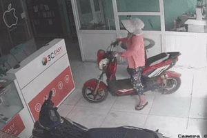 Clip: Cười chảy nước mắt với 'ninja' xe đạp điện, đường rộng thênh thang bỗng phóng vút vào cửa hàng rồi... quay xe đi ra
