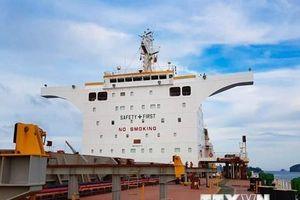 Hình ảnh Quảng Ninh lần đầu tiên đón tàu gần 180.000 tấn