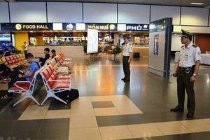 Nam hành khách hàng hung nhân viên kiểm soát an ninh hàng không
