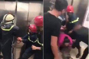 Clip: Khoảnh khắc cảnh sát phá cửa, giải cứu 21 người mắc kẹt trong thang máy