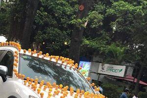 Thú nhún Emoji lò xo tạo 'cơn sốt' trên đường phố Hà Nội, người bán kiếm bộn tiền