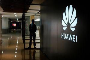 Huawei cắt giảm sản xuất, chuẩn bị cho tương lai u tối