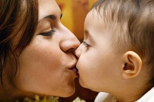 Con trai 2 tuổi mắc HP dạ dày do lây từ mẹ