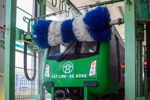 Bên trong hệ thống rửa tự động tàu trên cao Cát Linh - Hà Đông