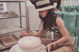 Cháu gái tỷ phú Anh khoe ảnh tự tay làm đồ gốm ở Hạ Long