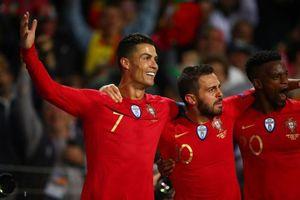 Ronaldo lập siêu phẩm từ chấm đá phạt, tạo kỳ tích cho Bồ Đào Nha