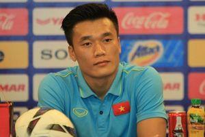 Bùi Tiến Dũng 'bỏ qua' câu hỏi khó trước trận đấu U23 Myanmar