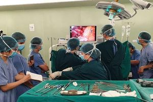 Lần đầu tiên, Việt Nam thực hiện cắt thùy phổi nội soi một đường rạch