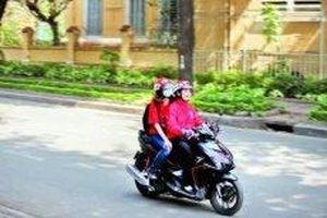 'Bóng hồng' chạy xe công nghệ