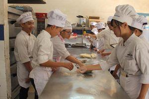 Học nấu ăn, làm bánh, pha chế... miễn phí