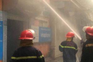 Hà Nội: Nhà dân cháy lớn giữa cơn giông