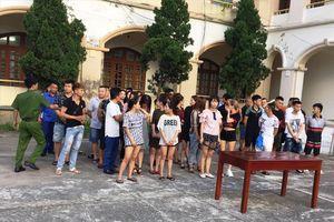 45 'nam thanh nữ tú' bị bắt quả tang sử dụng ma túy tại tiệc sinh nhật