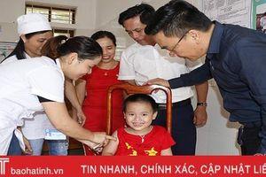 Hơn 87.200 trẻ ở Hà Tĩnh được tiêm bổ sung vắc xin sởi - rubella