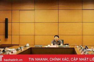 Trưởng đoàn ĐBQH Hà Tĩnh điều hành thảo luận tổ về các dự án luật, nghị quyết