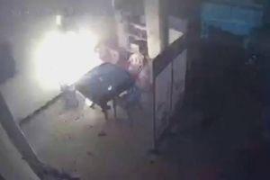 Kinh hoàng cảnh pin xe đạp điện nổ như bom khi đang sạc trong nhà