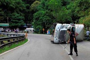 Xe đầu kéo mất lái gây tai nạn, đèo Bảo Lộc tắc nghẽn nhiều giờ