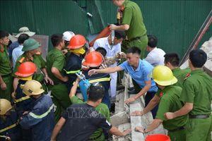 Căn nhà cũ bất ngờ đổ sập khi đang tháo dỡ, một người bị thương nặng