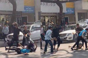 Hàng chục thanh niên mang hung khí truy sát nhau gây náo loạn ở Sài Gòn