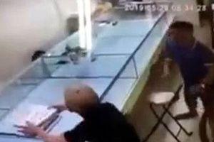 Hà Nội: Khởi tố đối tượng cướp giật hơn 120 chỉ vàng