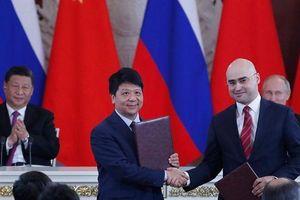 Bị Mỹ cấm vận, Huawei tìm đến Nga