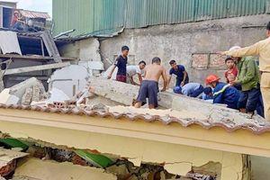Sập nhà trong lúc phá dỡ, một người đàn ông bị thương nặng