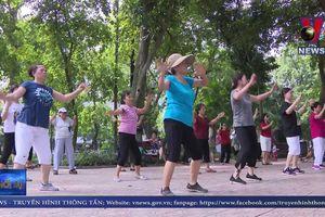 Sôi động câu lạc bộ hip hop cho người già tại Hà Nội