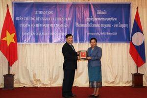 Hội hữu nghị Việt Nam – Lào đón nhận Huân chương Hữu nghị của Chính phủ Lào