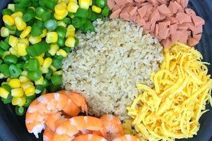 Hôm nay ăn gì: Cơm rang thập cẩm nhanh gọn nhưng đủ chất