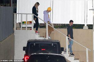 Justin Bieber và vợ vui vẻ đi Nhà thờ sau tuyên bố kết hôn vào tháng 9