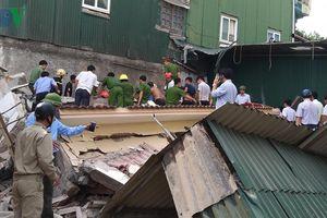 Giải cứu 2 nạn nhân trong ngôi nhà 2 tầng bất ngờ đổ sập