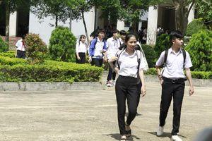 Hàng nghìn thí sinh tranh suất vào trường chuyên phố núi
