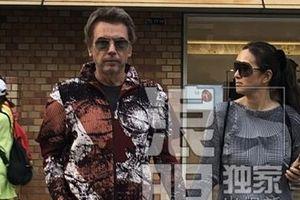 Củng Lợi và chồng Tây 71 tuổi đi du lịch Nhật Bản