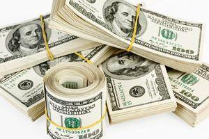 Tỷ giá trung tâm giảm, đồng USD trong các ngân hàng giảm mạnh giá