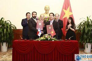 Việt Nam - Panama ký Hiệp định về miễn thị thực cho người mang hộ chiếu phổ thông