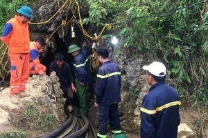 Vẫn chưa tiếp cận được nạn nhân mắc kẹt hơn 8 ngày dưới hang sâu