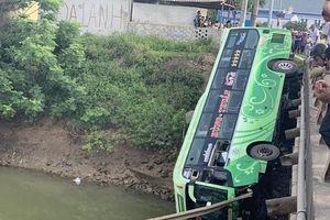 Tạm giam tài xế xe khách lao xuống sông làm 2 người chết ở Thanh Hóa