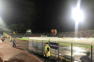 Trận U23 Việt Nam vs U23 Myanmar bị gián đoạn do... sấm sét
