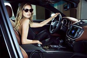 Nữ tài xế bị cảnh sát giao thông phạt vì ... quá xinh đẹp