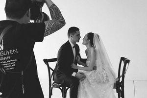Siêu mẫu Phương Mai lộ thiệp và hậu trường ảnh cưới giản dị với chồng Tây