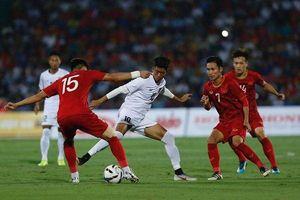 Hàng nghìn người đội mưa, sấm sét chứng kiến U23 Việt Nam thắng dễ Myanmar