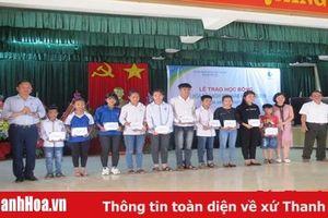 Trao 298 suất học bổng cho học sinh, sinh viên có hoàn cảnh đặc biệt khó khăn ở những xã đã nhường đất cho Dự án Nhà máy Lọc hóa Dầu Nghi Sơn