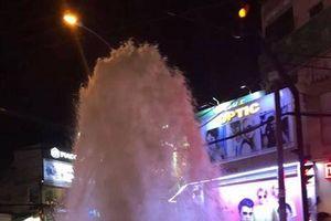 Vòi rồng phun trào giữa đường phố Sài Gòn