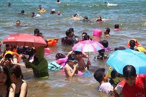 Tết Đoan Ngọ tắm biển xả xui ở Quy Nhơn