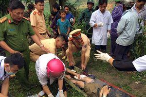 Ô tô lao xuống vực sâu 100m ở Sa Pa, 3 người bị thương