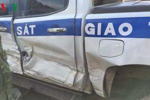Tài xế lấn làn tông vào sườn xe tuần tra của Cảnh sát giao thông