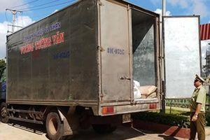 Phát hiện xe tải chở hơn 100 bao bột mì, tài xế xe bất hợp tác