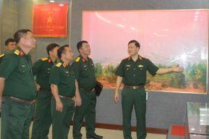 Hội đồng Thi đua khen thưởng BQP kiểm tra tại QĐ4