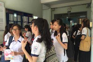 Nhiều sinh viên sư phạm đến dự phiên tòa hình sự