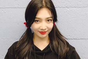 Joy (Red Velvet) khoe vẻ đẹp trẻ trung, tươi tắn trong đời thường